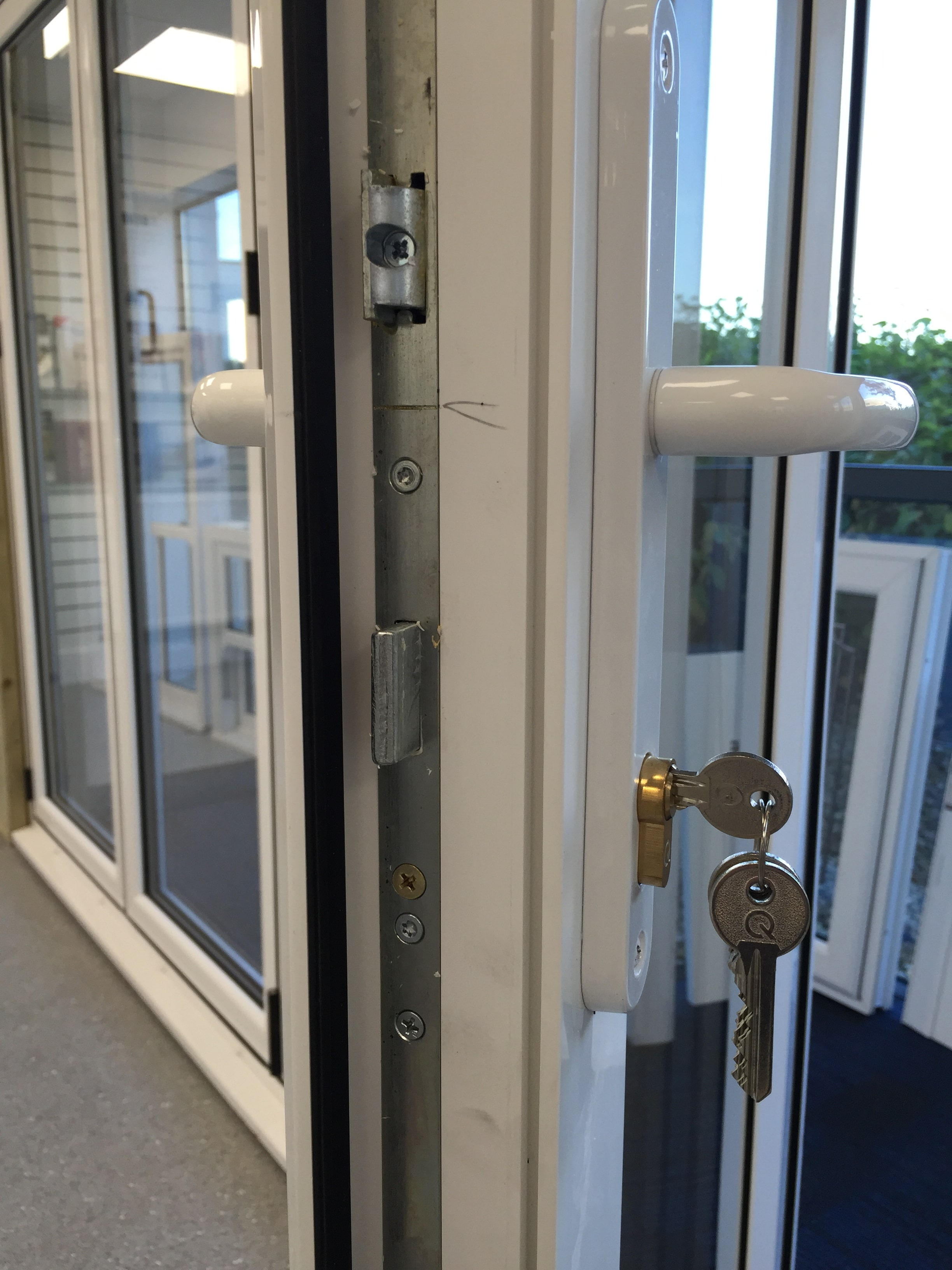Rehau door rehau front doors uk sc 1 st aikon distribution for Upvc french door locks